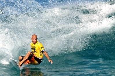 Легенда серфинга келли слейтер осхватках смолодыми в47 ипогоне за12-м мировым титулом